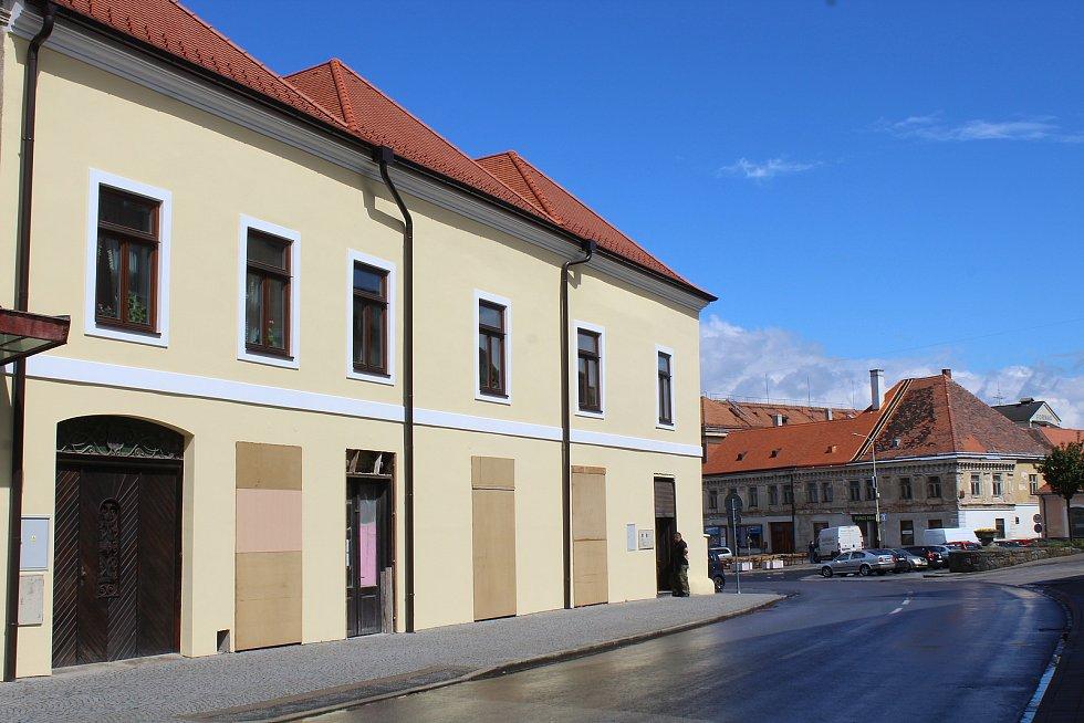 Opravený památkově chráněný dům na roku náměstí Svobody ve Strážnici.
