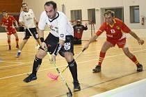 Florbalisté Ratíškovic zvládli v Jihomoravském přeboru mužů další dva duely. K šesti bodům Panterům pomohl i útočník Viktor Příkaský (v bílém), který dal tři góly.