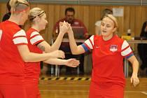 Futsalistky Hodonína (v červených dresech) si na domácím turnaji připsaly dvě výhry a jednu remízu a v divizní tabulce se drží na postupovém druhém místě.