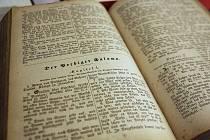 K vidění jsou i výtisky Bible ze 16. století.