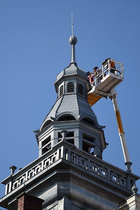 Průzkumem čtyřicet metrů vysoké radniční věže.
