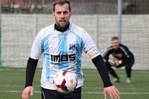 Fotbalistům Veselí nad Moravou se v přípravě výsledkově daří. Druhý tým krajské první A třídy si na domácí umělé trávě poradil i s Hlukem.