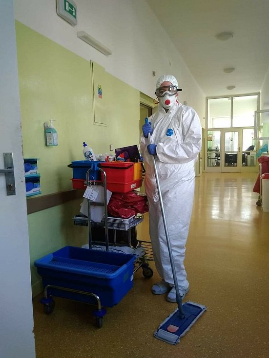 Zdravotníci kyjovské nemocnice v době mimořádných opatření proti šíření koronaviru.