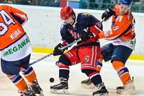 Hodonínští hokejisté po dvou domácích výhrách nad silnými soupeři nečekaně jasně podlehli poslední Karviné. Debaklu 1:6 nezabránil ani obránce Drtičů Robert Jedlička.