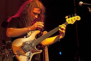 Jazzový baskytarista Pavel Jakub Ryba.