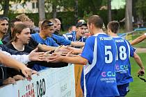 Vracovští fanoušci smutní, divizní zápasy na svém stadionu už dlouho neuvidí. Hráčům ale po zápase s Velkým Meziříčím poděkovali.
