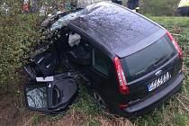 Vážná dopravní nehoda se udála v pátek kolem půl čtvrté odpoledne na silnici I/54 mezi Veselím nad Moravou a Moravským Pískem. Řidič fordu se tam srazil s traktorem a zranil se. Letěl pro něj záchranářský vrtulník.