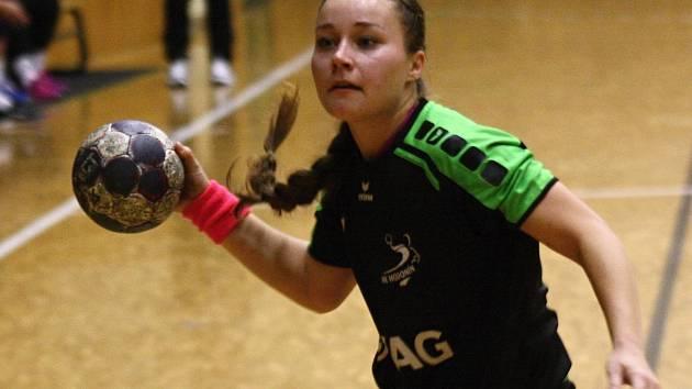 Slovenská křídelnice Hodonína Laura Kováčiková si v sobotním duelu proti Velkému Meziříčí připsala jedenáct branek, nikdo lepší na palubovce sportovní haly TEZA nebyl.