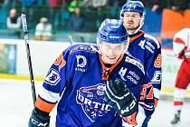 Nedělní duel ve Vsetíně rozhodl v 66. minutě hostující útočník Daniel Vaněk (na snímku). Hodonínští hokejisté zvítězili na Lapači 3:2 po prodloužení a v semifinálové sérii se ujali vedení 1:0.