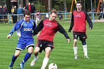 Fotbalisté Vracova (červenočerné dresy). Ilustrační foto.