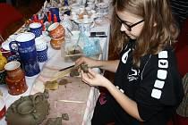 Předváděcí akce vánočních zvyků pod záštitou Masarykova muzea potrvá až do konce týdne. Děti si mohly vyzkoušet zdobit perníčky, vyřezávat ze dřeva nebo vyrobit ozdobu z vosku.