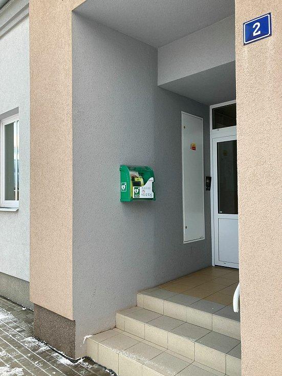 Nové defibrilátory ve Svatobořicích-Mistříně.