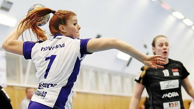 Kateřina Novotná dává góly výhradně levou.