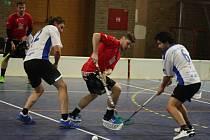 Ratíškovičtí flotbalisté (v červených dresech) získali na turnaji v Dubňanech šest bodů. Panteři deklasovali Boskovice 13:3, Adamov po senzačním obratu v poslední minutě porazili 6:5.