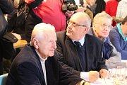 Výjezdní zasedání bývalé vlády Miloše Zemana na statku bývalého ministra zemědělství Jana Fencla spojené se zabijačkou.