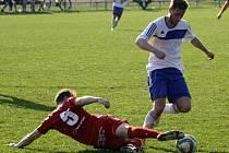 Fotbalisté Blatnice (v bílých dresech) nezvládli utkání v Dražovicích, kde prohráli 1:4. Velká zase neuspěla ve Velkých Pavlovicích.