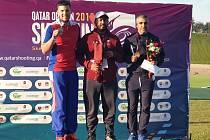 Jeden zásah chyběl brokovému střelci brněnské Komety Jakubu Tomečkovi (na snímku vlevo) k obhajobě triumfu na Katar Open ve skeetu.