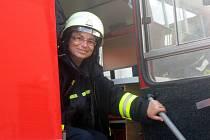 Starostka Petrova Eva Mlýnková ještě před výjezdem k požáru. Netušila, jak moc živel zasáhl.