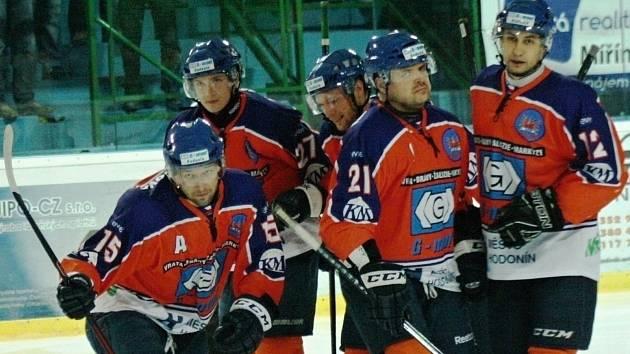 Hodonínští hokejisté se díky výhře nad posledním Valašským Meziříčím vrátili na čtvrté místo druhé ligy.
