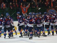 Hodonínští hokejisté doma přetlačili Porubu a díky výhře 4:3 po prodloužení vyrovnali stav čtvrtfinálové série na 1:1.