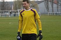 Dvaadvacetiletý gólman Lukáš Maňák se po roce znovu představil v brance Bzence, kterému spolehlivým výkonem a především chycenou penaltou pomohl k výhře 3:0 nad Vojkovicemi.