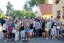 Členové Klubu česko-francouzského partnertsví se svými francouzskými přáteli.