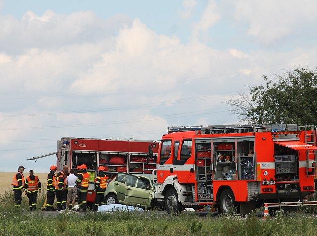Mezi obcí Vnorovy a Strážnicí se stala tragická dopravní nehoda. Zahynuli při ní čtyři lidé.