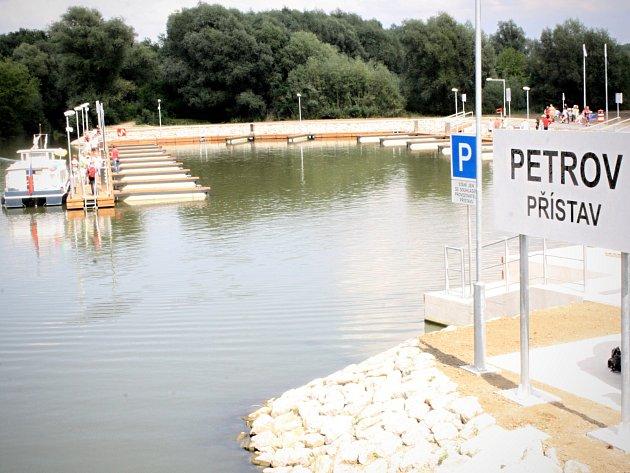 Otevření největšího přístavu na Baťově kanále v Petrově.