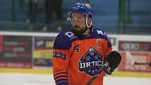 Hodonínští hokejisté (oranžové dresy) hrají v sobotu poprvé doma.