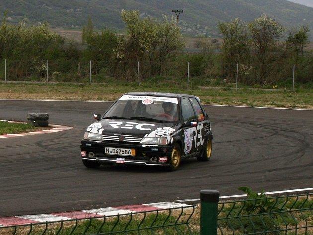 Sudoměřický jezdec Richard Šimoník skončil na motokárové trati Dlhá na Slovensku první ve třídě SP1.