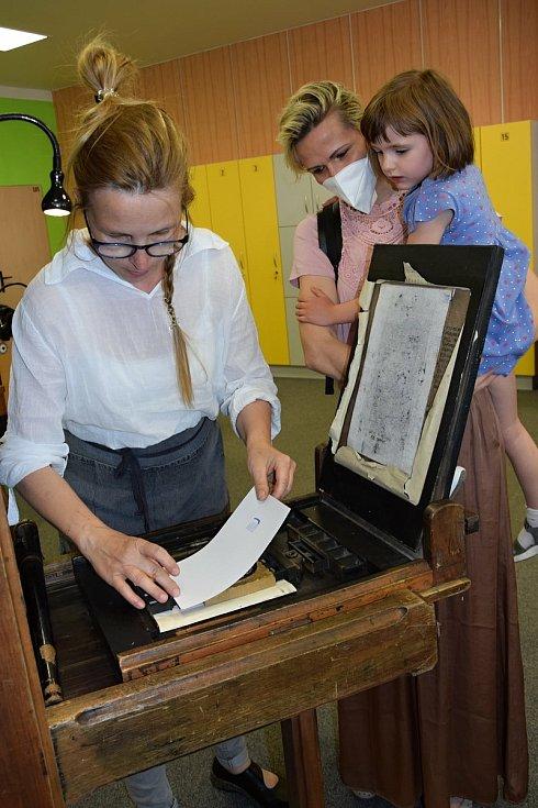 Hodonínská knihovna již brzy oslaví sto let. Oslavy už začaly.
