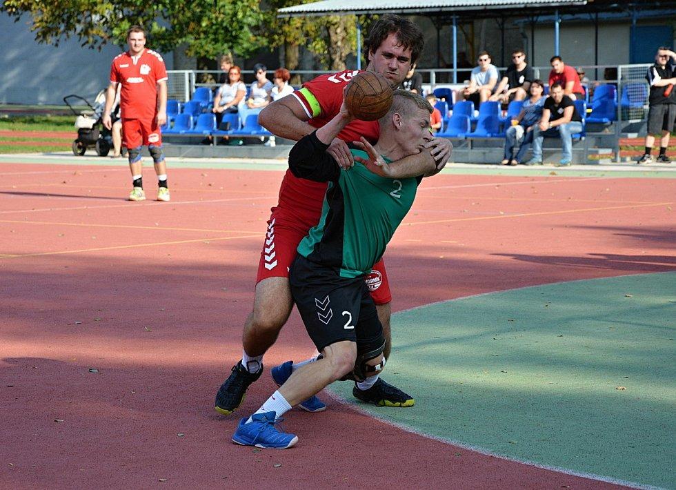 Národní házenkáři Veselí nad Moravou (v červených dresech) jsou po šesti kolech první mužské ligy poslední.