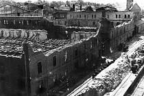 Cihelna po vypálení německou armádou v dubnu 1945