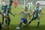 Fotbalisté Bzence (zelenobílé dresy) ve 2. kole divize D přehráli Břeclav 4:1 a před vlastními fanoušky odčinili minulý debakl z Polné.