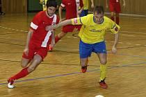 Hodonínští futsalisté vstoupili do další druholigové sezony remízou 3:3. Mezi střelce se v pátek večer zapsal i Jakub Kolařík (na snímku ještě v červeném dresu Dukly).
