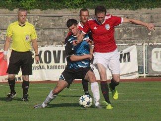 Fotbalisté Blatnice pod Sv. Antonínkem (červené dresy) sestupují do I.B třídy.