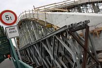 Most na řece Moravě mezi Veselím nad Moravou a Moravským Pískem má být v září hotový.