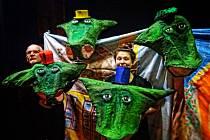 Z představení Kterak čtyřhlavý drak Yrav Yvolrak pozřel Karla.