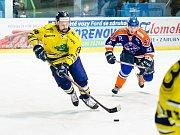 Hokejisté Hodonína (modrooranžové dresy) prohráli ve 4. kole 2. ligy se šumperskými Draky 0:3 a přišli o letošní neporazitelnost.