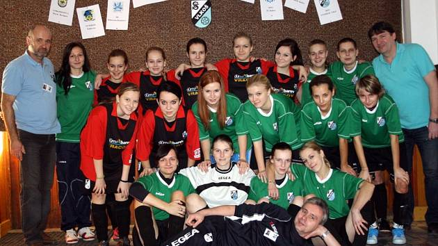 Na osmém ročníku ženského turnaje v halové kopané se představily dva týmy pořádajícího Sokola Vlkoš. Áčko skončilo třetí, béčko bylo osmé.