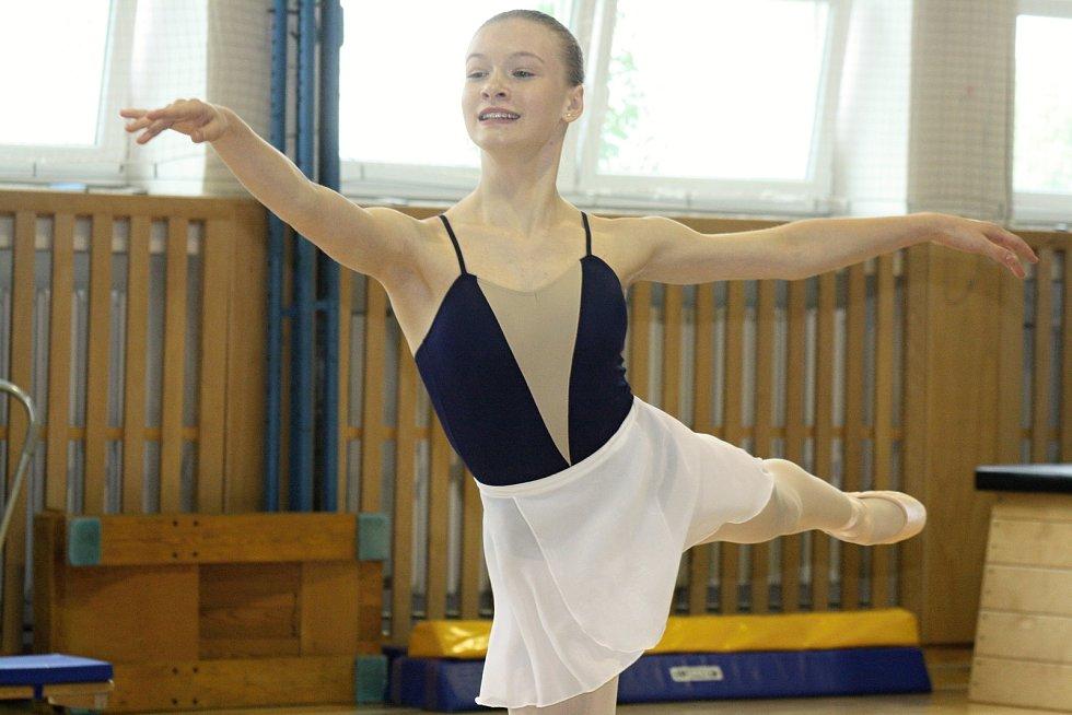 V Ratíškovicích si v sobotu připomněli výročí padesáti let od založení klubu sportovní gymnastiky. Slavnostního odpoledne se v tělocvičně základní školy zúčastnila také olympijská vítězka z roku 1948 Věra Růžičková.
