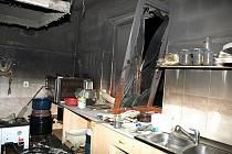 Kuchyni pizzerie v noci zničil požár v Masarykově ulici ve Veselí nad Moravou.