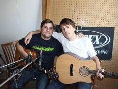 Tomáš Kratochvíl (vlevo) a David Sedlář ze skupiny Huménečko při nahrávání prvního CD kapely.