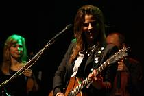 Aneta Langerová a její kapela zamířili při svém turné Na Radosti i do Hodonína. Dvouhodinovým koncertem zpříjemnili páteční večer svým jihomoravským fanouškům.