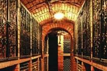 Chodba s archivními víny Livi Dubňany
