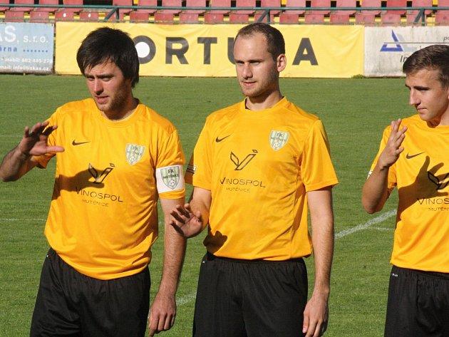 Fotbalisté Mutěnic Michal Vydařilý, Radek Benešovský a Lukáš Koplík přispěli k povinné domácí výhře nad Vojkovicemi.