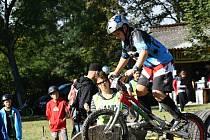V Trialparku v Polámaných se v sobotu uskutečnil závod mistrovství České republiky v biketrialu. V domácím prostředí nezklamali ani Adam Kosík a Michal Kůřil. Na Slovácku se představily i dívky.