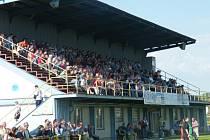 Fanoušci Milotic přispěli při domácím zápase s Hovorany na nákup nových ochranných sítí za brankami.