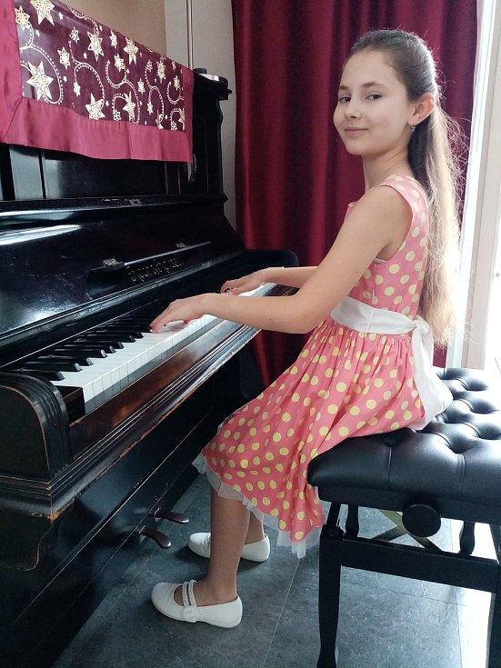 Ria Sabotová a Anna Piknerové se zúčastnily nesoutěžního festivalu Česká klavírní moderna dětem. FOTO: Anna Piknerová