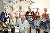 Vacenovický ženský sbor Marijánky s čestnou občankou obce Danou Zátopkovou.